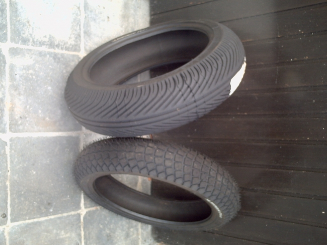 moto racing pneu pluie. Black Bedroom Furniture Sets. Home Design Ideas