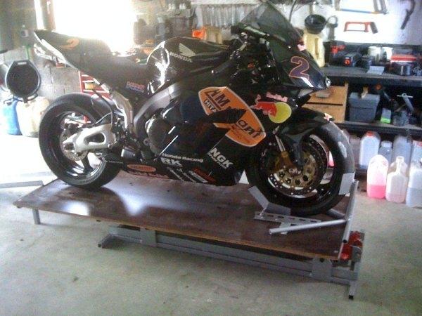 moto racing table l vatrice moto. Black Bedroom Furniture Sets. Home Design Ideas